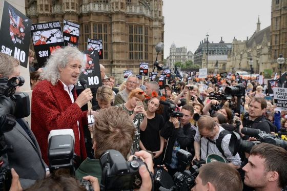 Brian May addressing protesters outside Parliament (photo courtesy of http://www.mirror.co.uk/news/uk-news/fox-hunting-protest-live-brian-6062539)